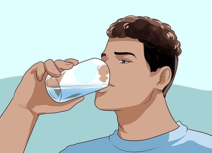 نوشیدن آب ریزش مو