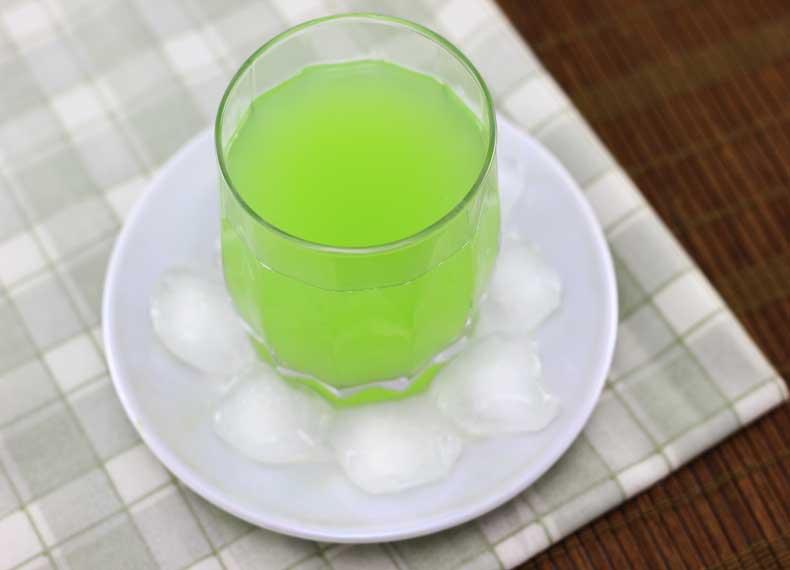 خوردن آب خیار ناشتا