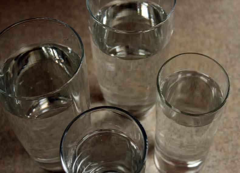 در زمان مسمومیت آب بخورید