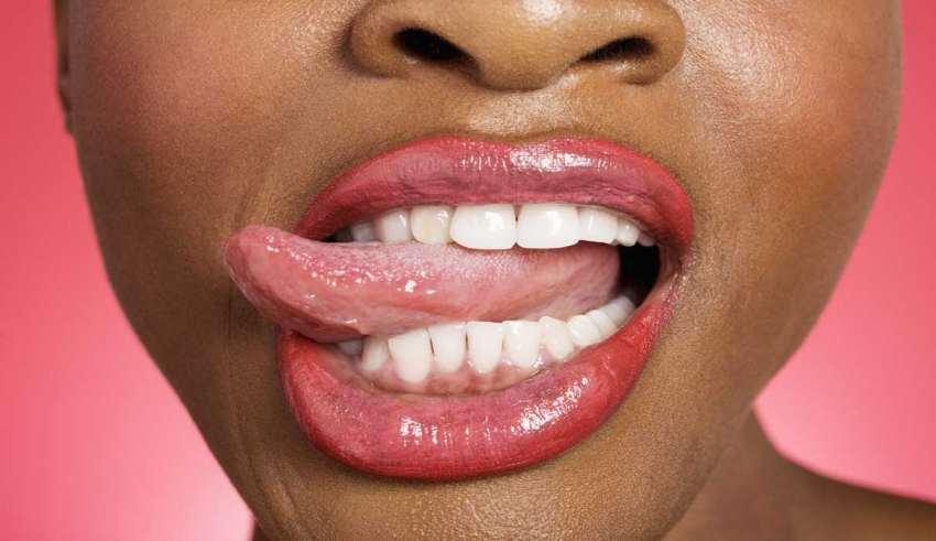 علت گاز گرفتن زبان