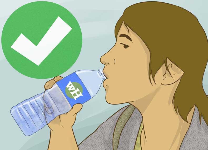 نوشیدن آب و درمان خشکی مو