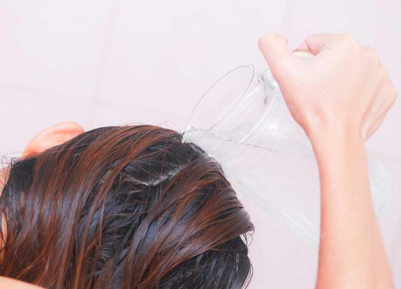 از بین بردن چربی مو با سرکه