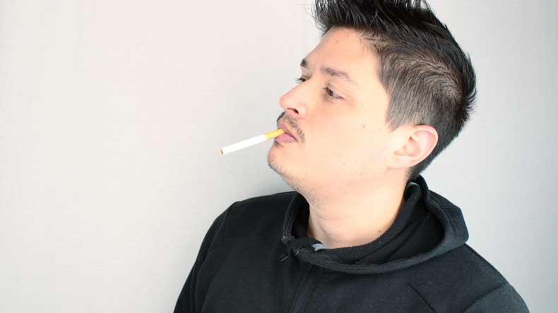 درست گذاشتن سیگار لب دهن