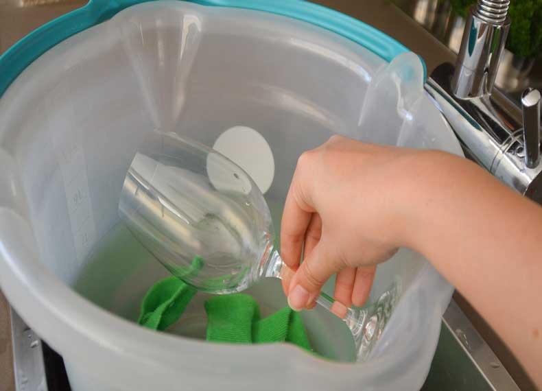 برق انداختن ظروف شیشه ای