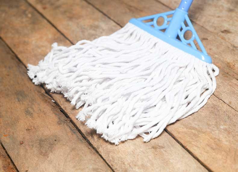 تمیز کردن اصولی وسایل چوبی