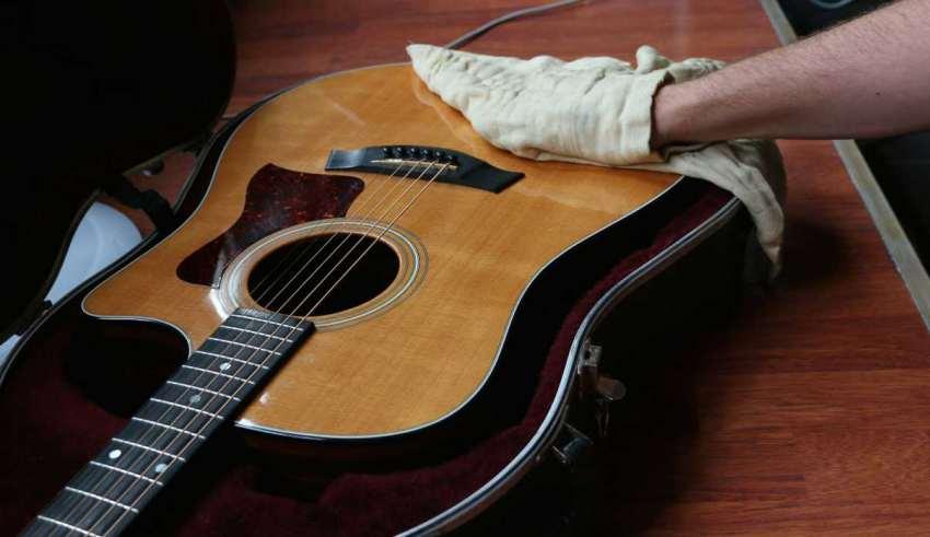 تمیز کردن گیتار