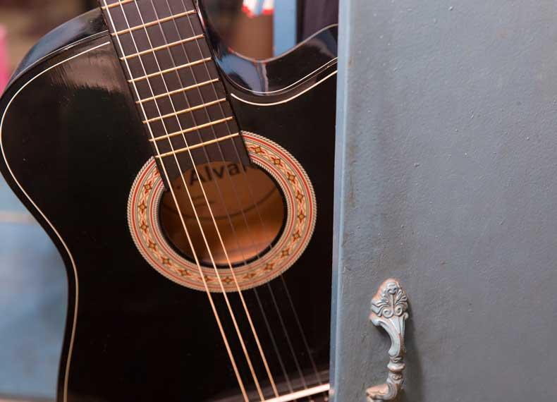 طرز نگهداری گیتار