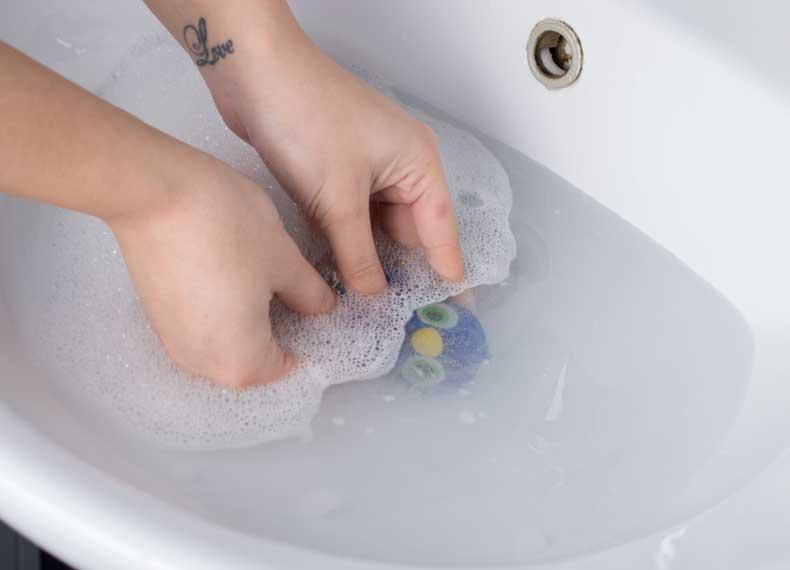 شستن با آب اسباب بازی