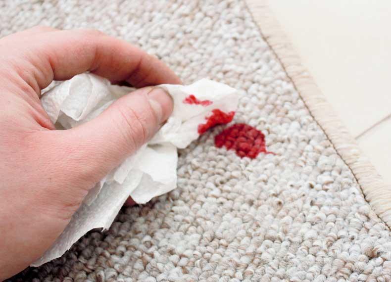 پاک کردن خون از فرش