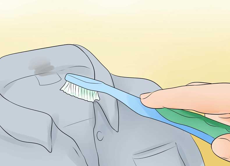 تمیز کردن یقه لک شده